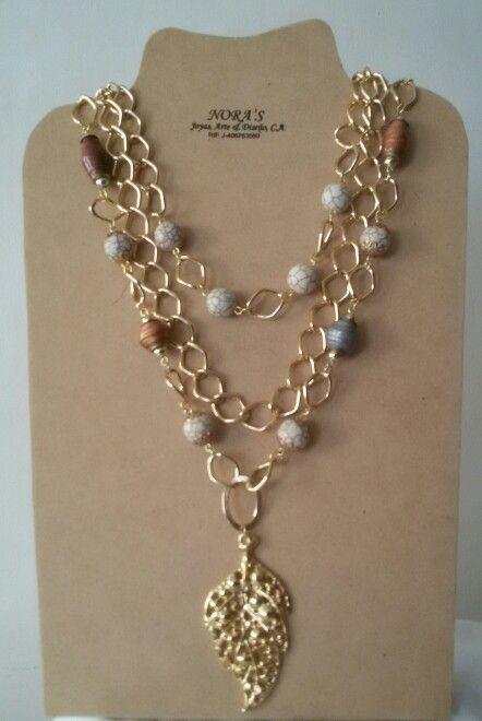 Hermoso  Collar  Largo  ecológico  con  piedras elaboradas  a mano con material reciclado  y piedras fósil y cadenas en fantasía  dije con baño de oro