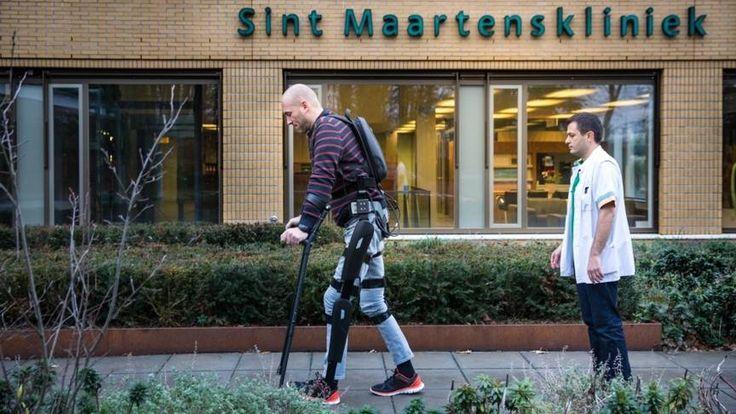 Robotpak laat rolstoelpatient weer lopen   NOS