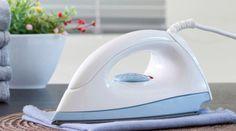 Como fazer água de passar roupa em casa: cheirosa e ajuda a desamassar