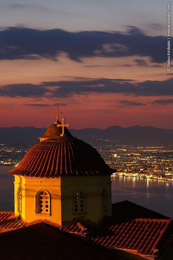 Santorini ? NO Santorini, this shot is taken from Verga / Kalamata...