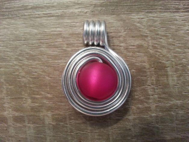 Schmuckanhänger - Schicker Anhänger aus Aludraht mit roter Perle - ein Designerstück von kreativ-und-schick bei DaWanda