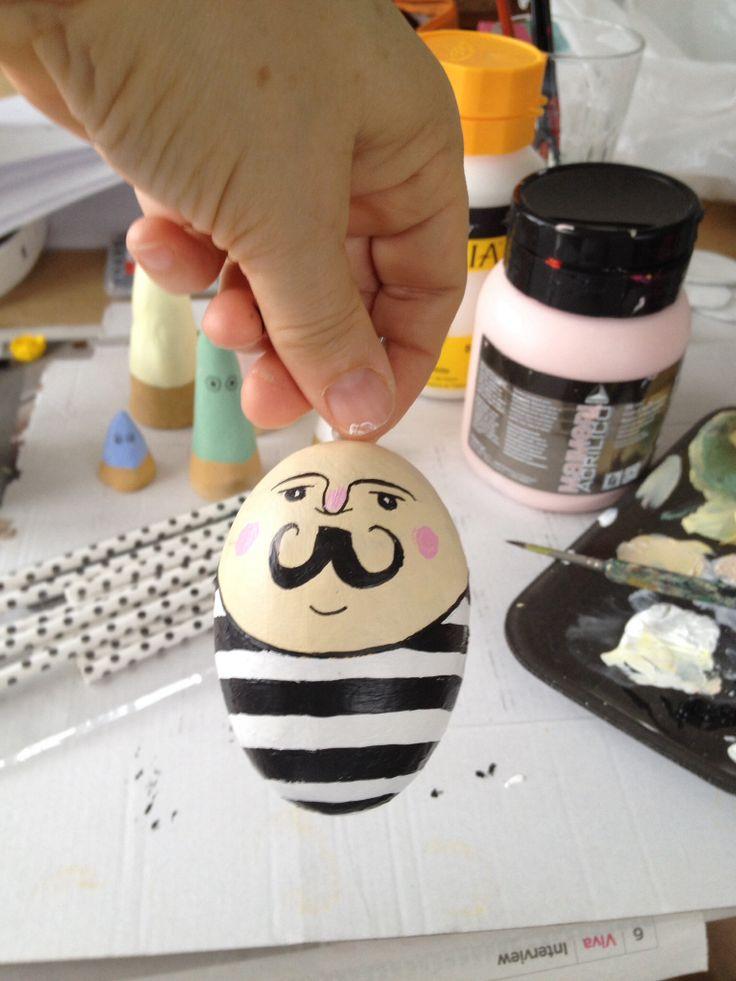 Diy - påskeæg med Mr. Mustache....