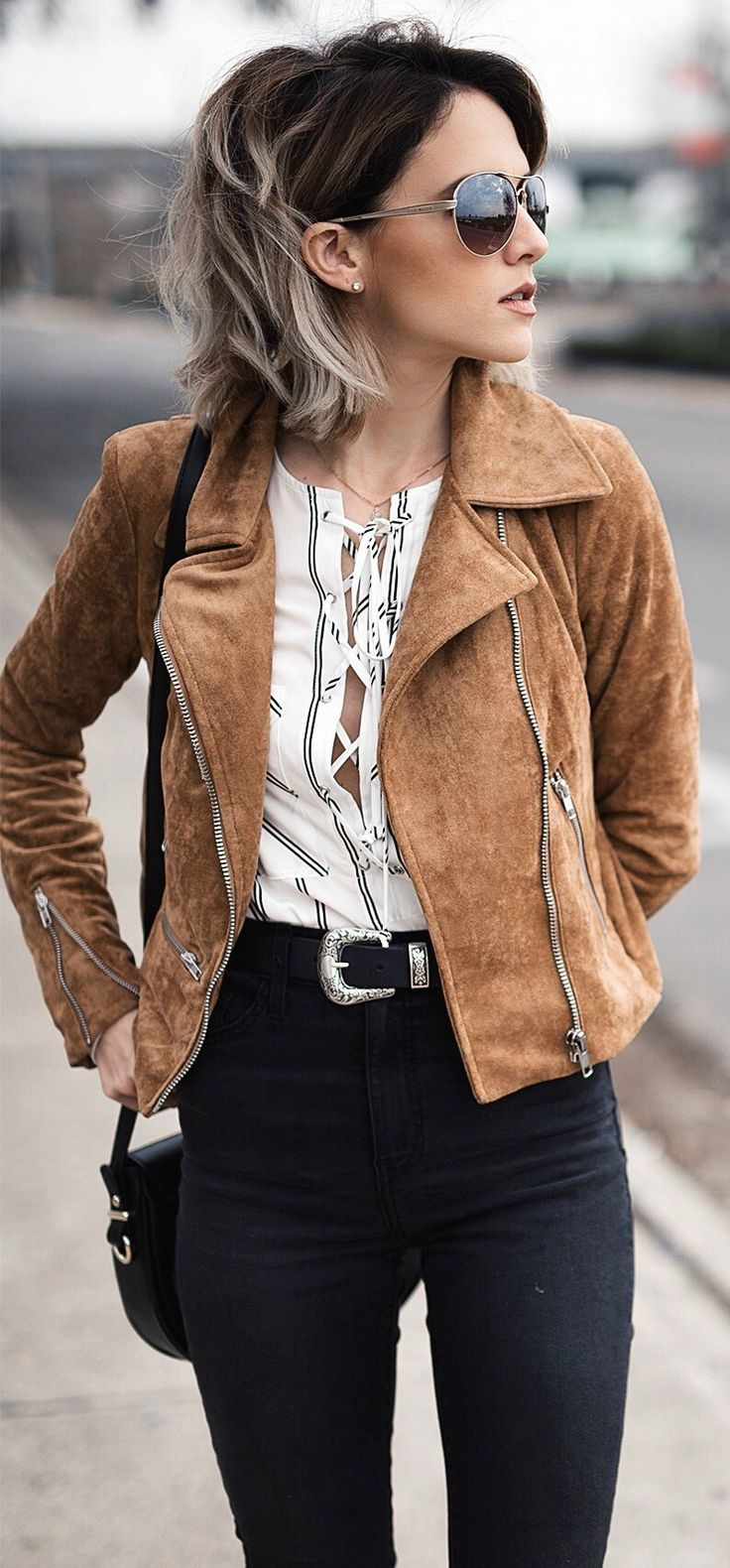 Suede jacket, a neutral blouse and black jeans. Perfect street style vibe to copy later.
