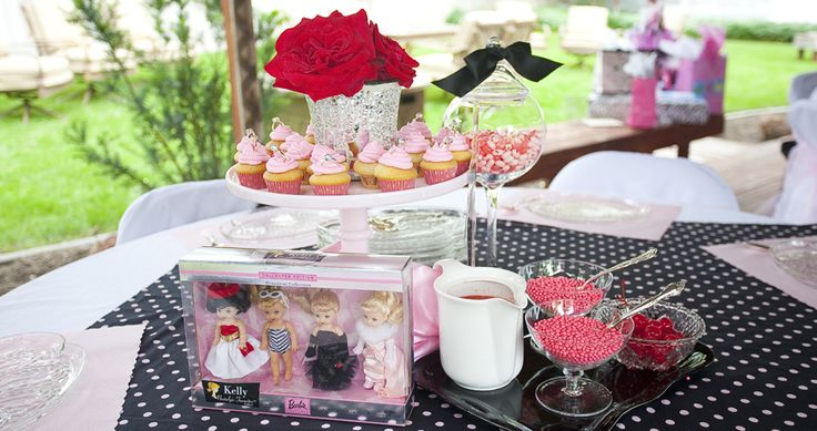 sundae stations where guests drank pink lemonade, ate a mini cupcake, and put together their own pink sundae