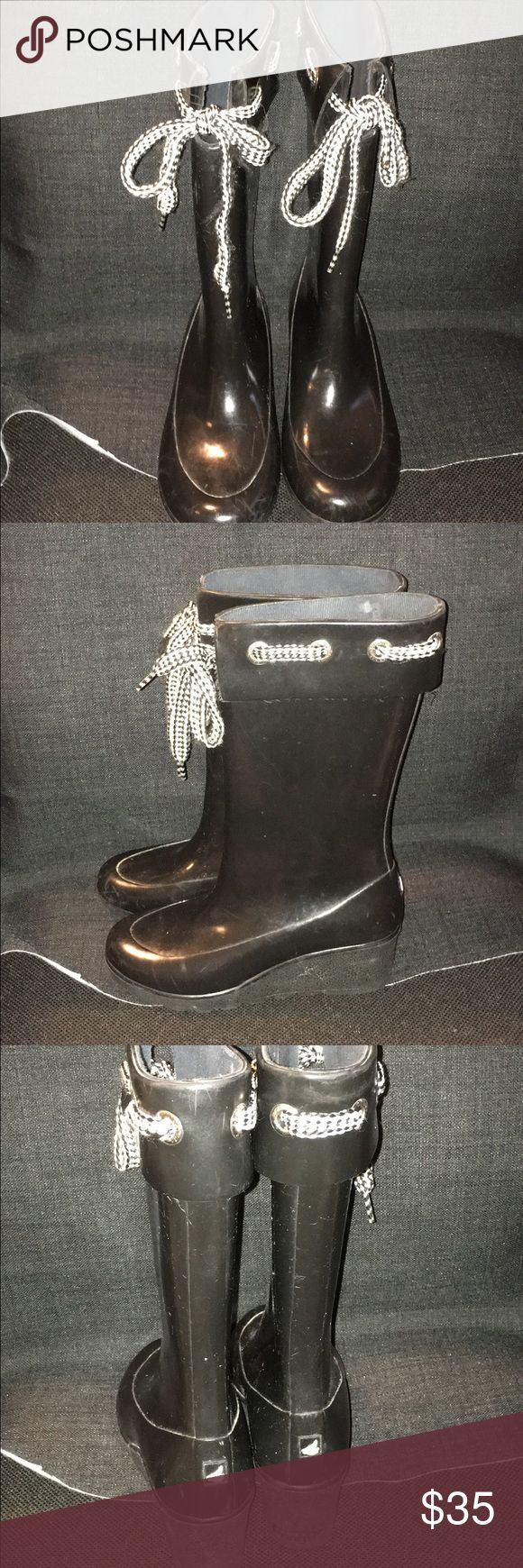 Cute black Sperry size 7 rain boots Super cute black sperry top sider size 7 rain boots with black and white detailing, in good condition and gently used, I love these! Sperry Top-Sider Shoes Winter & Rain Boots