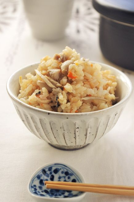 Japanese Mixed Rice with Chicken and Burdock Root 鶏ごぼうご飯