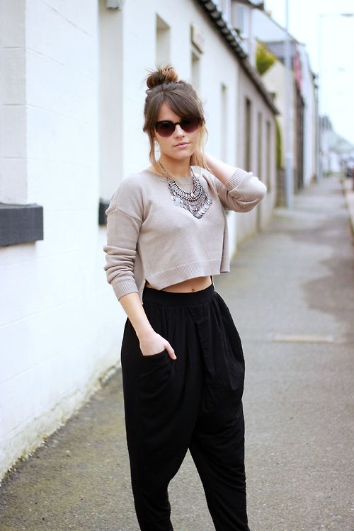 A simple crop top with a pretty accent necklace goes a long way