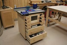 Very nice router table using Kreg top, fence, and fixed router plate