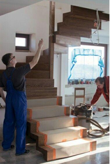Idealny produkt powstaje przy udziale zgranego zespołu, świetnej współpracy i w miłej atmosferze.   #schodymika #schody #schodydrewniane #drewno