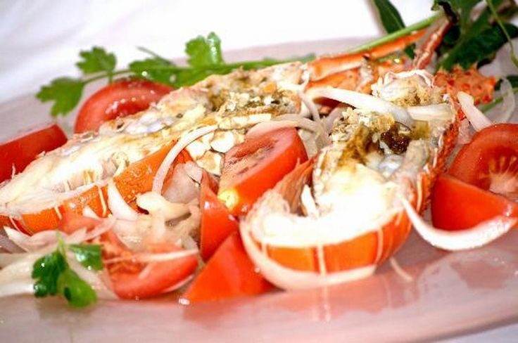 astice alla catalana - un raffinato secondo piatto preparato con pomodori  cipolla e aromatizzato con olio e limone