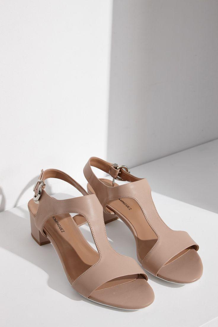 Sandalias de piel con tacón bajo
