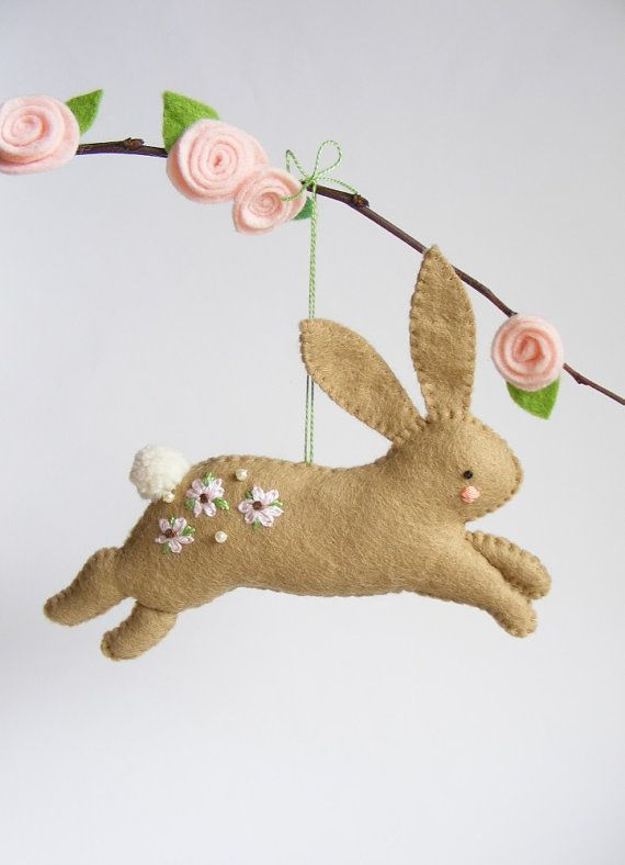 PDF pattern - Hopping bunny - felt Easter ornament, easy sewing pattern, DIY hanging decoration, spring rabbit, floral embroidery