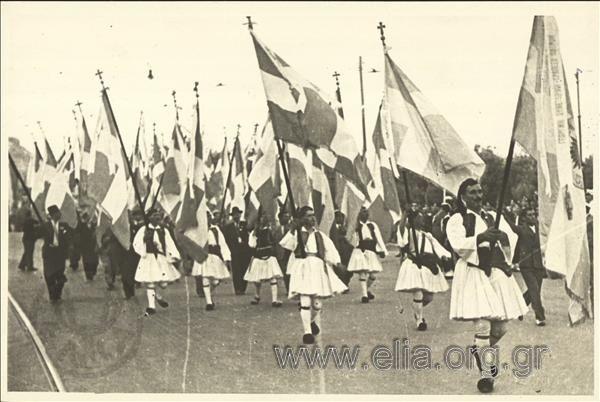 Παρέλαση φουστανελοφόρων. ΤΟΠΟΣ Αθήνα ΧΡΟΝΟΛΟΓΙΑ 1936-1939 c. Μεγαλοκονόμου Αφοί (Ελληνικά Φωτογραφικά Νέα)