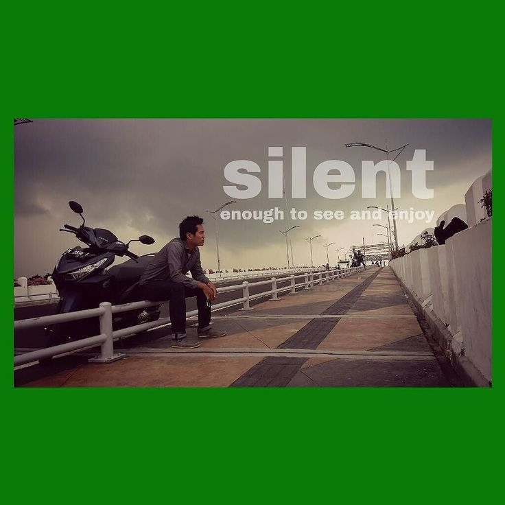 silent. enough to see and enjoy. . ________________________ #simple #alam #silent #see #enjoy #pemandanganalam #panorama #dark #green #hijau #surabaya #jembatan #laut #suramadu #madura #indonesia