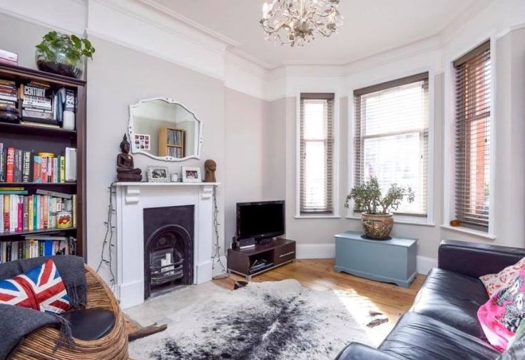 Victorian living room Wall colour Dulux Egyptian Cotton