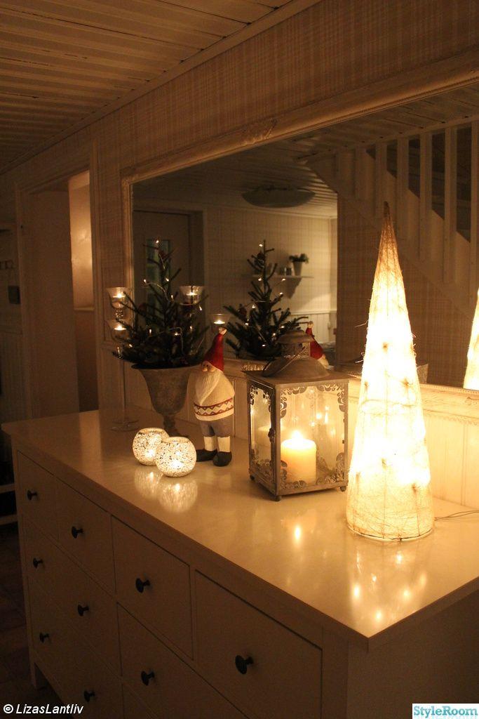 hall,byrå,spegel,lantligt,ljuskon,lykta,ljusstakar,mini-gran,ljusslinga,tomte,jul,advent