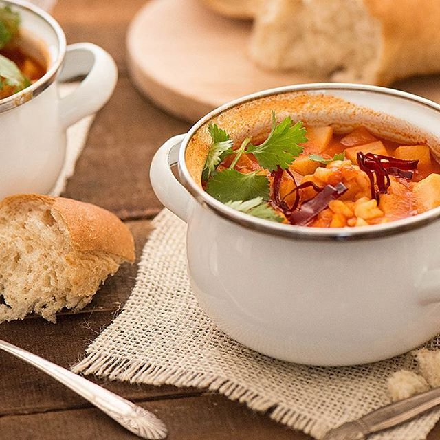 The #Lent season has begun. If you're keeping your Fridays meat-free, I want to suggest this tomatoey chayote soup with guajillo and cracked hominy corn. It's warm, comfy and delicious. Recipe is in profile link. . . . #lentenseason #lentmenu #vegetarianrecipes #vegansoup #chayotesoup #veganrecipes #mexicansoup #souprecipe #vegetariansoup #lunchideas #cuaresma #viernessanto #meatlessmonday
