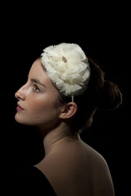 Accessoires de têtes et chapeaux par Marika Chapka. www.marikachapka.com Tél. : 06 12 05 05 84 et Facebook : http://www.facebook.com/Marikachapka