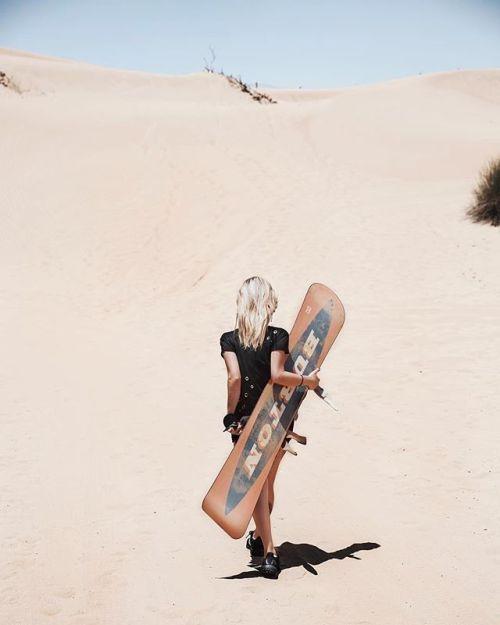 А вы когда-нибудь задумывались какие истории вы будете рассказывать своим детям и внукам? Будут ли они открыв рты слушать о ваших приключениях как вы разрезали сноубордом песчаные дюны Востока или гоняли на гиперкарах по серпантинам Европы?  Следуйте зову этого лета делитесь историями с хэштегом #LiveForTheStory и отправляйтесь в кругосветное путешествие! Узнайте больше по ссылке в нашем профиле.  Автор снимка @tanyshabrew Canon EOS 5D Mark III EF 24-70mm f/2.8L II USM Диафрагма: f/4…