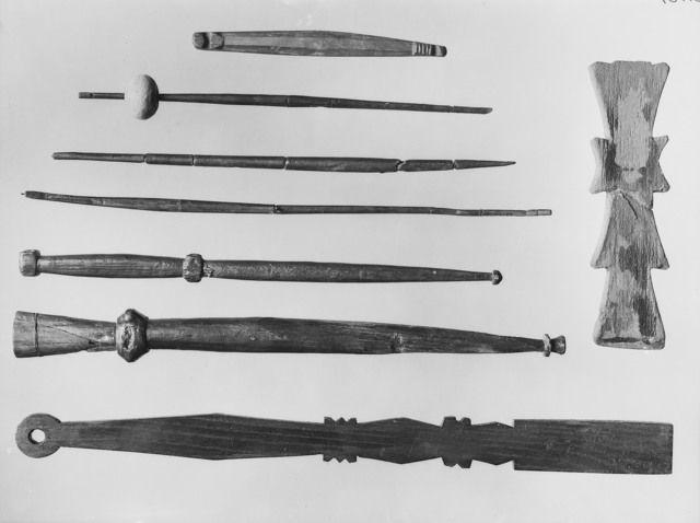 """""""Diverse textile tools"""" from the Oseberg ship burial. Museum : Kulturhistorisk museum, UiO,  MuseumNo : O1904_152 / O1904_152 / O1904_152 / O1904_UN_22 / O1904_240 / O1904_X,  InventoryNo : CfO0767"""