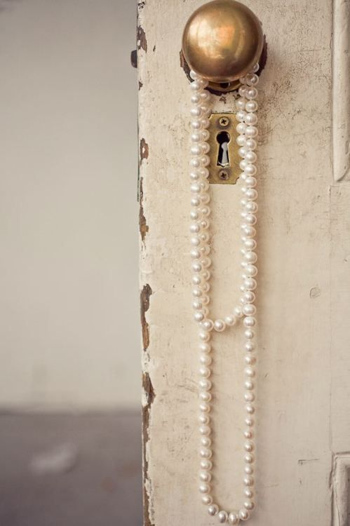 pearls--what a great decor idea