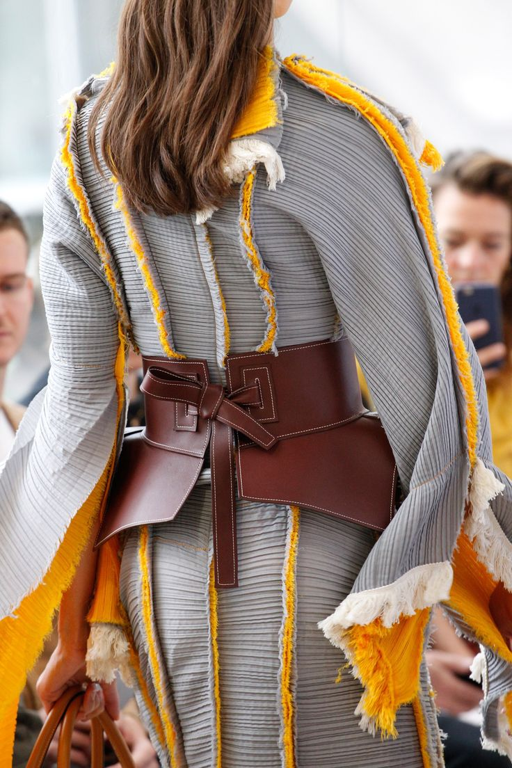 See detail photos for Loewe Spring 2017 Ready-to-Wear collection.