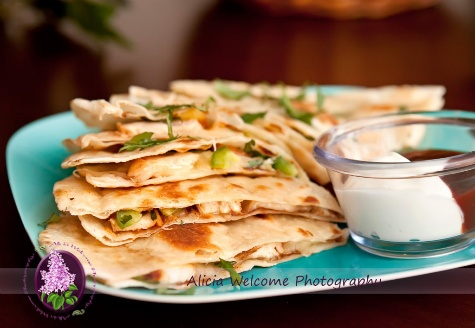 Chicken & Pineapple Quesadillas- I LOVE THESE! I picked the recipe up ...