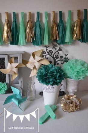 Lot de 12 pompons de soie dans les teintes de vert mint / vert menthe / vert d'eau, de vert émeraude et de doré pour agrémenter votre décoration de mariage, d'anniversaire, de  - 6169721