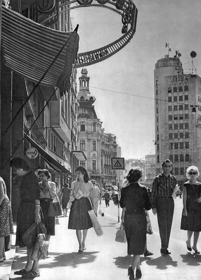 Calea Victoriei la intersecția cu str. Ion Câmpineanu, anii '60.