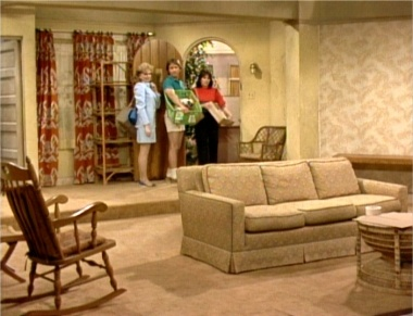 Which Famous TV Show Is This Living Room From? | Name That House! |  Pinterest