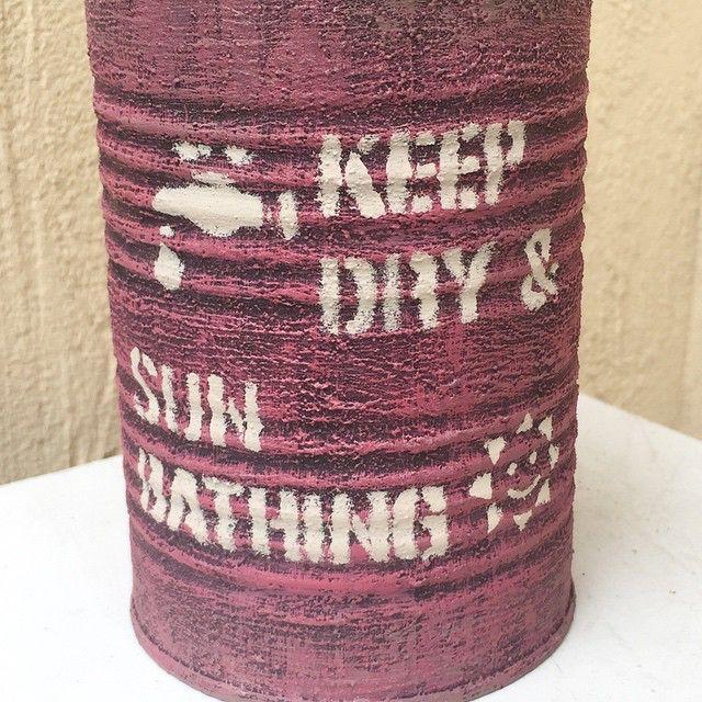 """おはようございます*˙︶˙*)ノ""""  久しぶりに新しいステンシル作りました いつものに➕日光浴の意味の英語と、お日様を(*´v`) お日様に顔を付けるか迷ったけど出来上がりを見てつけてよかったと自己満足(笑)  今後のリメ缶販売についてですが、  仕事始めたこともあり、オーダー製にしようと思います。  今ある空き缶が、サビ始めてきてしまったので、それでも良い方いらっしゃいましたらお待ちしておりますm(_ _)m  今あるのが業務缶、さらにでかい業務缶、トマト缶、小さい缶がいくつかです。  リメ鉢もオーダー賜ります❤  と同時に空き缶募集致します(ㅅ´ ˘ `)オネガイ♡  トマト缶、フルーツ缶、猫缶、コーン缶、鯖味噌煮などの丸くて高さ5センチ程度のもの。  ありましたら頂けると助かります(♡´▽`♡) 秋に県内のイベントに出る予定を立ててるので、今から作り貯めておこうかなと思ってます。  ツナ缶などの浅いものは使わないのでごめんなさい(ToT)  ありますよーって方がいらっしゃいましたらどうぞ宜しくお願いします(♡´▽`♡)"""
