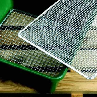 Zeef kopen om grond te zeven met verschillende rasters of netten - online zeef kopen