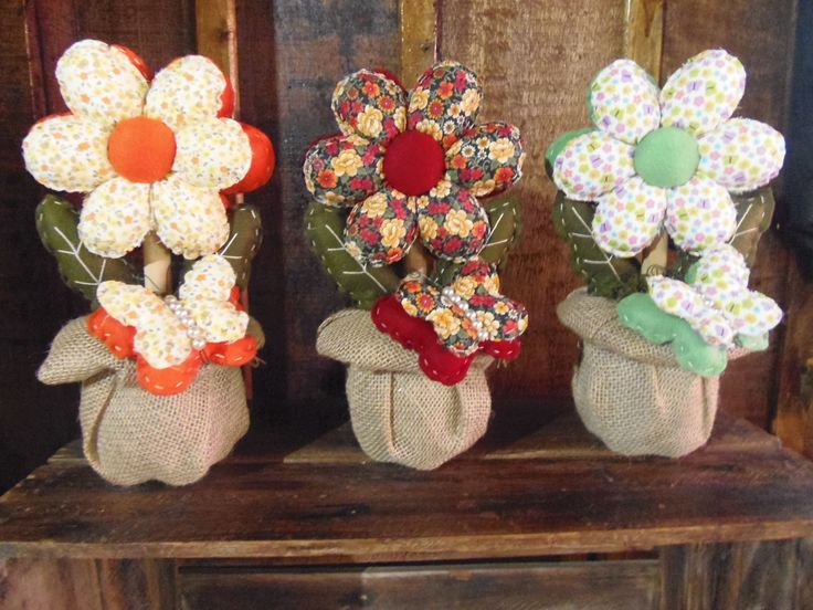 Flor peso de Porta, produzido em feltro com tecido, suporte revestido com juta, as cores são variadas, escolha sua cor preferida!    Tamanho - 35 altura    CóD- 1059