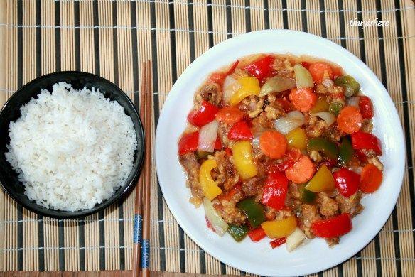Tangsuyuk- Korean sweet and sour pork/ Thịt lợn sốt chua ngọt kiểu Hàn.