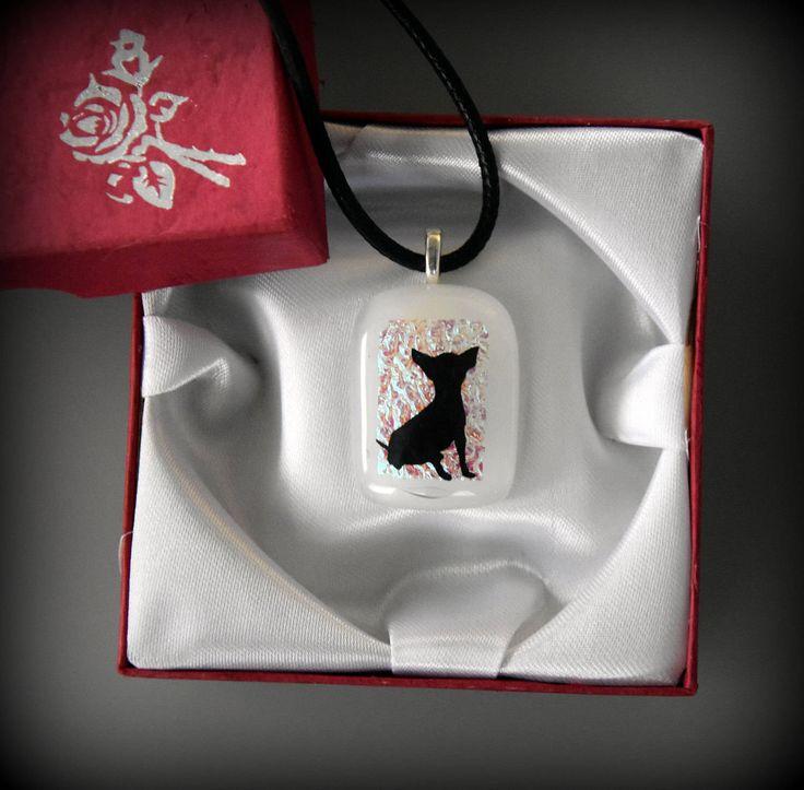 Dichroic glashanger met decal hond / Chiuaua - glasjuweel - opaal wit met schitterende dichroic door Evacreajewel op Etsy