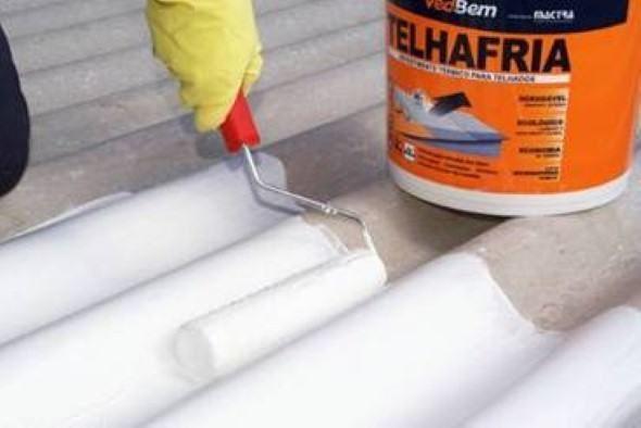 2 tipos de impermeabilizantes usados em telhados e como funciona o mesmo, quais os modelos mais utilizados e como é feita a aplicação do material no telhado.
