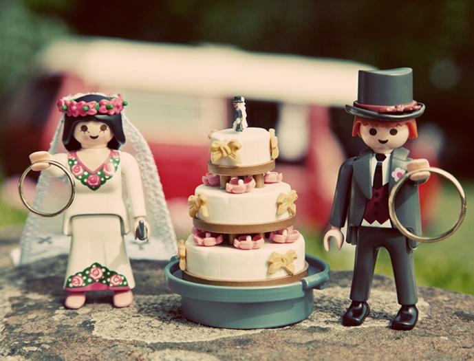 Os bonequinhos do bolo.