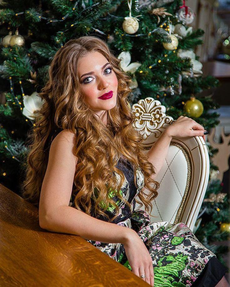 Еще немного милого новогоднего настроения  несмотря на то что образ планировался дерзкий и соблазнительный  Модель: невероятная @alin_max  Макияж укладка от @alice.beauty.style  #seiryk #elenaseiryk #семейныйфотограф  #Украина #Измаил #Одесса #Izmail #Ukraine #Odessa #personalphotographer #photosession #photoshoot #portrait #beautifulmodel #prettywoman #prettygirl #young #pretty #beautiful #wonderful #christmas #christmastree #makeup #hairstyle #curls #beauty #портрет #рождество #ilovemyjob…
