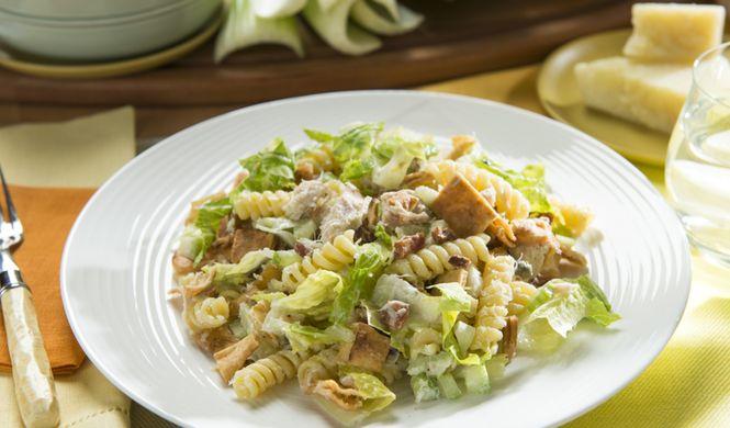 Salade César de pâtes et de poulet
