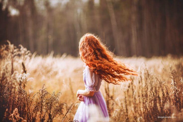 девушка с цветами в волосах со спины - Поиск в Google