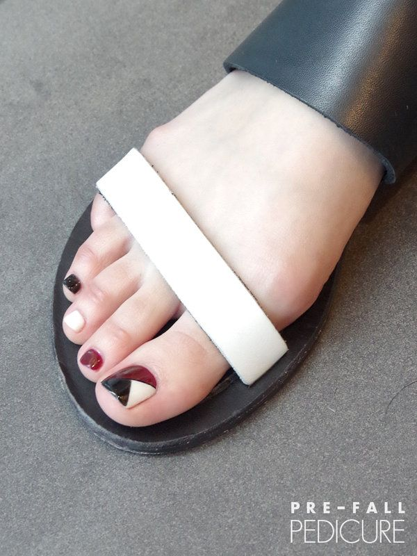 Black red white geometric toes