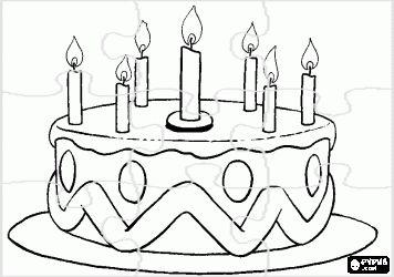 puzzel verjaardagstaart met zeven kaarsen aangestoken