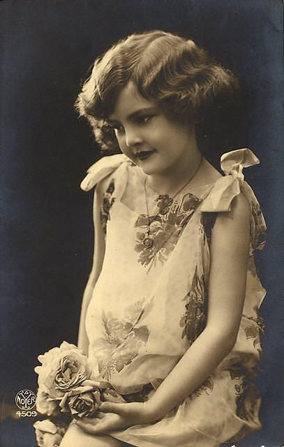 Victorian photo ~ girl with rose