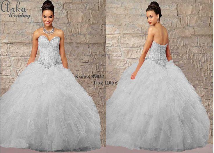 Νυφικό ,κεντημένο μπούστο,και πλούσια φούστα Κωδικ. 89032 Τιμή 1100 € Του οίκου www.arkawedding.gr Τηλεφ. 210 6610108