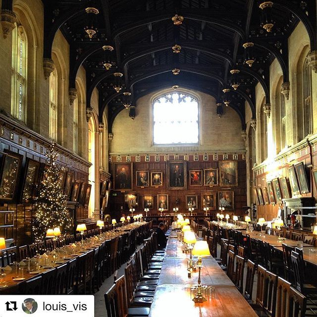 Thanks @louis_vis for this amazing photo in Christ Church College! Happy #Oxmas  ・・・ Cheeky #brunch in #Christ #Church #College, #Oxford !     #OxfordUniversity #Michaelmas #Term #PGCE #Geography #Lunch #HarryPotter #Hogwarts #DiningHall #ChristchurchCollege #Oxmas #Christmas #Tree