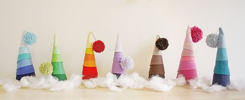 Christmas!: White Christmas Trees, Trees Crafts, Felt Christmas, Christmas Crafty, Diy Christmas Trees, Christmas Trees Decor, Felt Trees, Colors Trees, Christmas Ideas