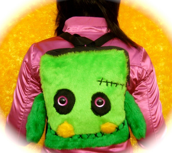 Back pack furry monster bag por Syrbila en Etsy, €69.90