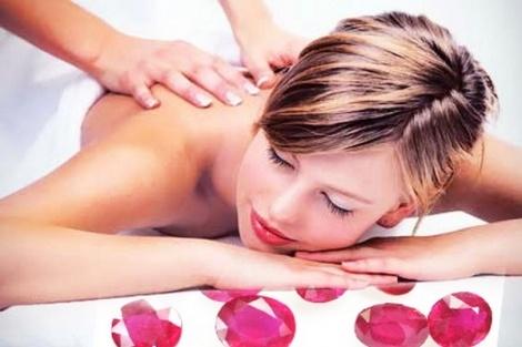 """Νιώστε βασιλιάδες & βασίλισσες, απολαμβάνοντας τη χαλαρωτική εμπειρία ενός Deep Tissue ή Pure Cocoa Butter Massage στο χώρο του """"For Kings and Queens"""", στους Αμπελόκηπους, μόνο με 16€/άτομο ή €30 για εσάς & τη συντροφιά σας!"""