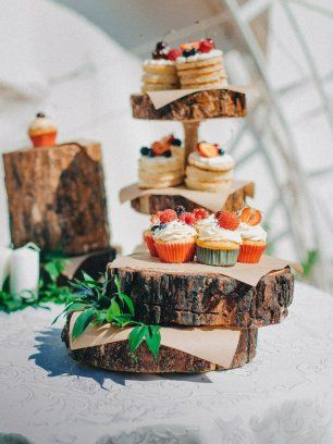 Деревянные подставки для капкейков и пирожных
