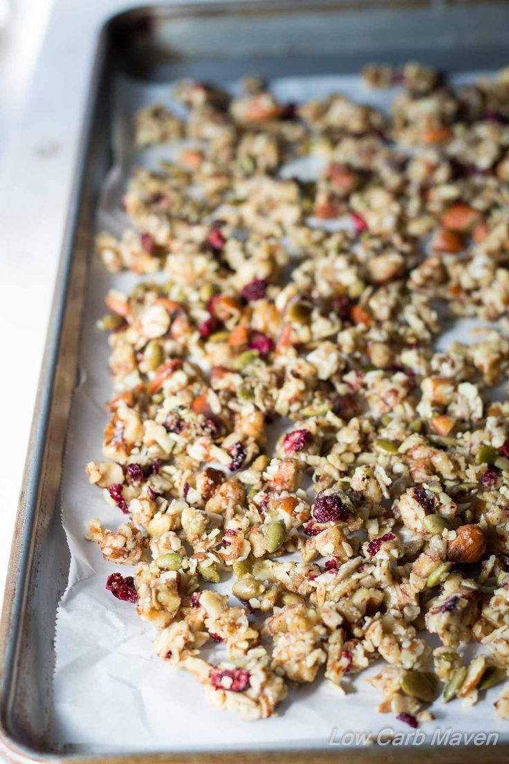 This Low Carb Granola is made from nuts & seeds and honestly sugar-free | low carb, gluten-free, dairy-free, Paleo, Keto, THM